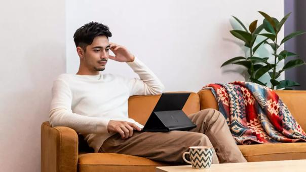 La HP Elite Folio es una laptop versátil.