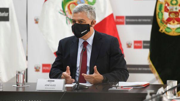 Ministro José Elice se refirió a la situación de los policías y fiscalizadores a cargo de controlar el orden.