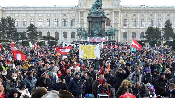 Miles de manifestantes se han reunido en el centro de Viena