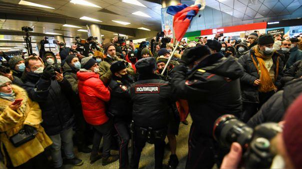 Aliados del  opositor ruso Alexéi Navalny fueron detenidos este domingo