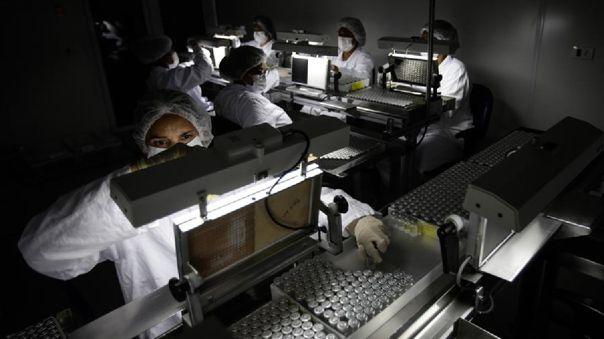 Falta insumos para elaborar dosis contra la COVID-19 en Brasil