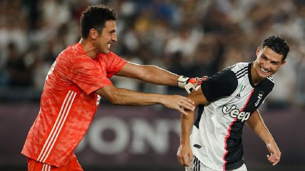 Gianluigi Buffon y Cristiano Ronaldo son compañeros en Juventus