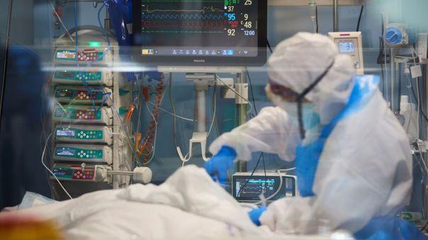 El médico intensivista Jesús Valverde detalló lo que se debe tomar en cuenta antes de acudir a un nosocomio.