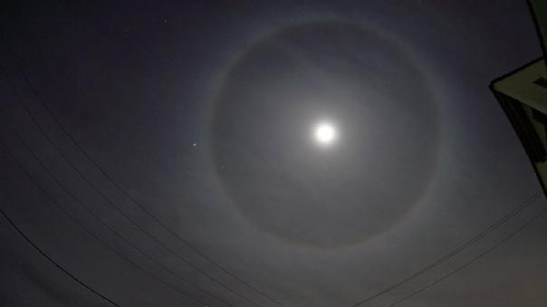 Así se mostraba el halo solar en Lima.