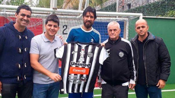 Equipo número 30 y con 44 años: la nueva aventura del 'Loco' Abreu en Brasil