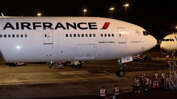 El avión llegó la noche de este domingo a Perú.