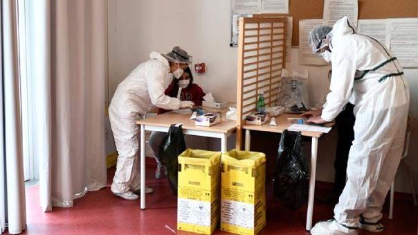 El paciente se encuentra en estado grave y conectado a un respirador, señaló un comunicado de la entidad que agrupa a los hospitales de París (APHP).