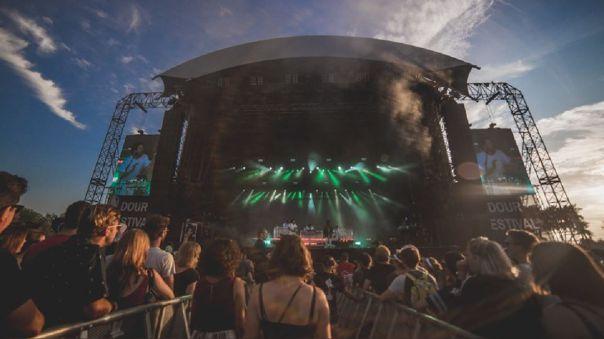 La ministra de Cultura anunció la puesta en marcha de un fondo económico de 30 millones de euros para ayudar a los festivales.