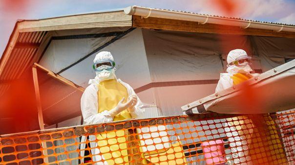 Trabajadores de salud en la República Democrática del Congo intentan frenar el avance del ébola.