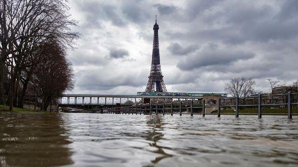 Violencia en París deja una menor muerta.