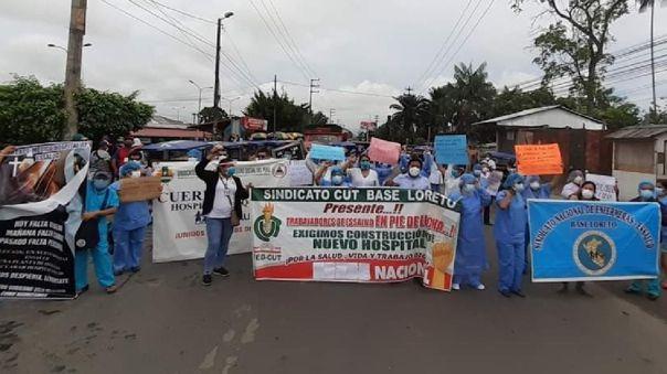Personal de salud realiza plantón en distintos puntos de Iquitos exigiendo oxígeno y medicinas para pacientes.