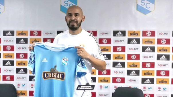 Marcos Riquelme en su presentación con Cristal:
