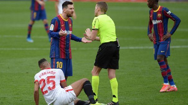 Sevilla reclamó que Lionel Messi tuvo que irse expulsado