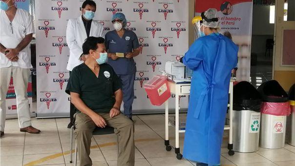 El jefe de emergencias del nosocomio fue el primero en recibir la segunda dosis de la vacuna contra la COVID-19.