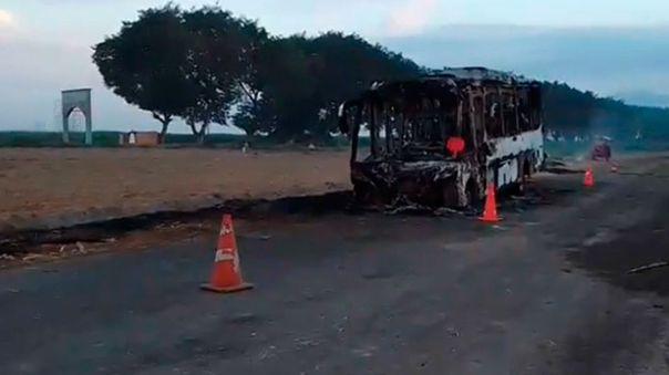 Bus incendiado en Ascope, La Libertad.