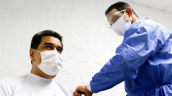 Según ha explicado Maduro, entre los sectores prioritarios a ser vacunados se encuentra el personal de salud.