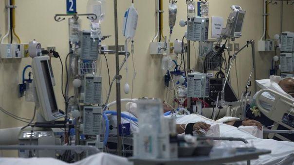 Pacientes afectados por la COVID-19 en la Unidad de Cuidados Intensivos del Hospital Clínico de la Universidad de Chile.
