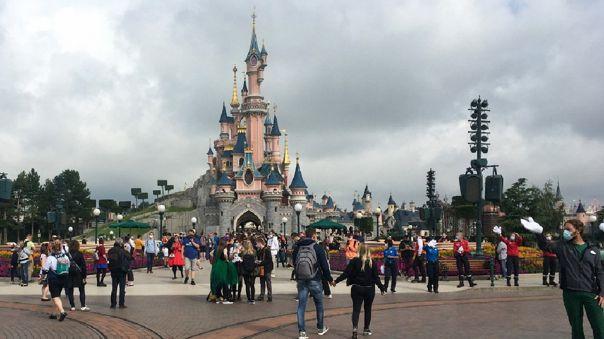 Los parques Disneyland Park y Disney California Adventure Park volverán a la actividad el 30 de abril.
