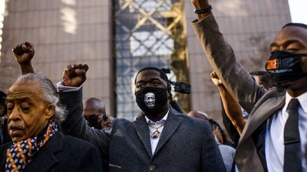 Las autoridades han pedido calma y que las manifestaciones previstas desde la mañana del lunes ante el tribunal sean