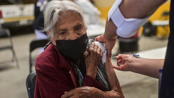 Lenín Moreno hizo un llamamiento a los adultos mayores  a que acudan a recibir sus respectivas dosis.