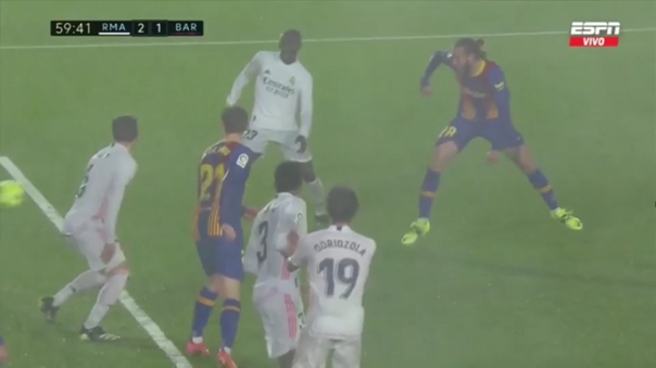 Óscar Mingueza anotó el descuento 2-1 para Barcelona