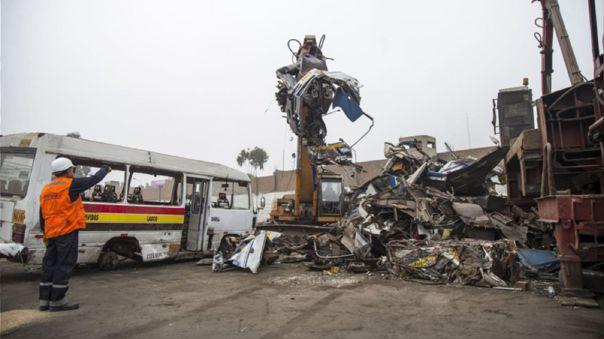 La norma busca evitar que los vehículos que cometieron infracciones o que se encuentran en mal estado vuelvan a circular.