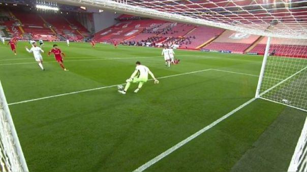 La tremenda salva de Thibaut Courtois ante Mohamed Salah.