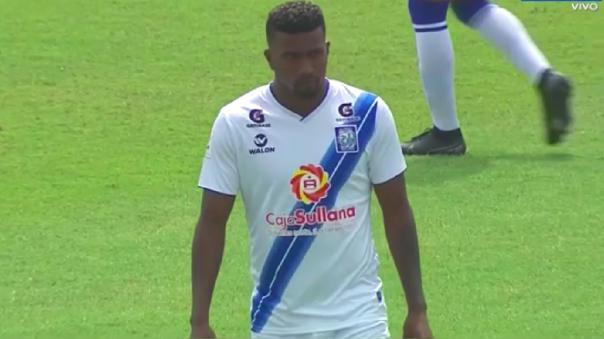Carlos Ascues debutó en Alianza Atlético