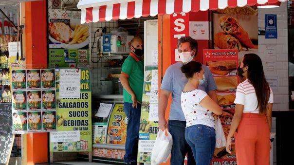 Solo este jueves, Sao Paulo añadió 1 060 fallecidos y 18 067 casos de COVID-19.