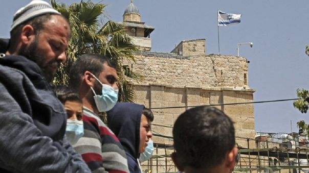 Ante la baja tasa de contagios de Israel, el riesgo de contraer el virus en áreas abiertas es muy limitado.