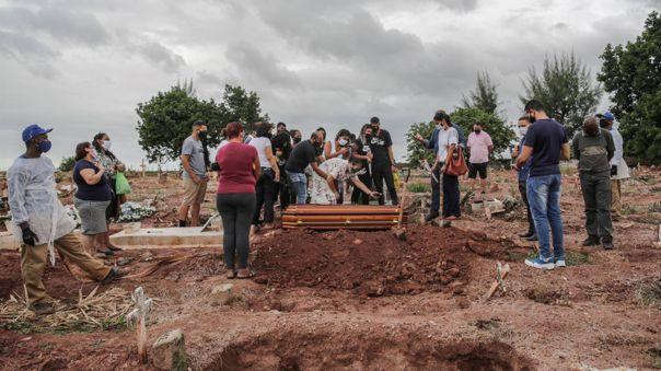 Brasil registró ese sábado otras 2 929 muertes por coronavirus.