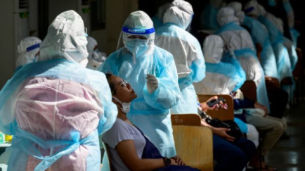 La pandemia no tiene visos de debilitarse: el viernes se registró un récord de casos diarios en todo el mundo, con 829 596 infecciones.