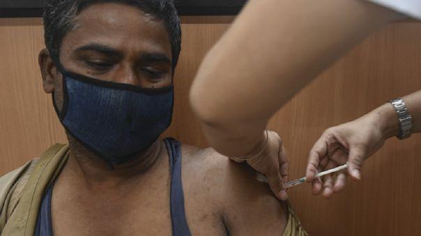 El país, de 1 300 millones de habitantes, reportó un récord de 273 810 contagios el lunes.