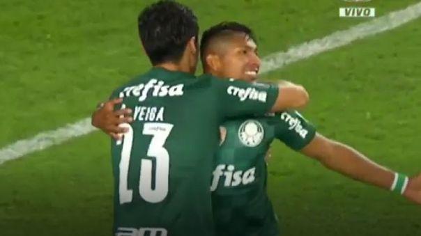 Raphael Vega anotó en el Universitario vs. Palmeiras en el Monumental.