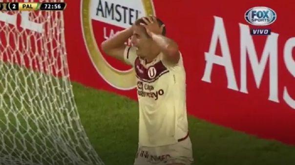Aldo Corzo no puede creer lo que falló en Universitario vs. Palmeiras.