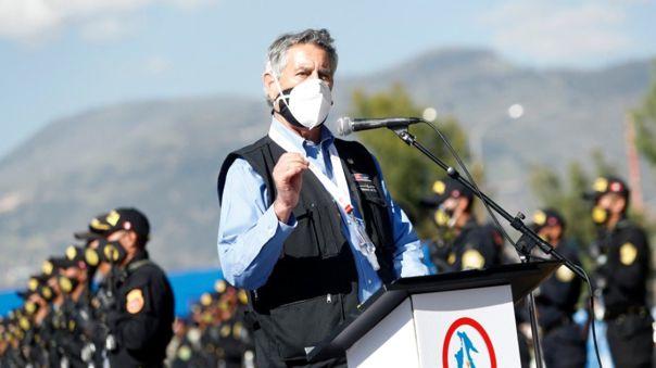 El presidente Sagasti hizo entrega de 44 350 dosis de vacunas de AstraZeneca al gobernador regional de Ayacucho.