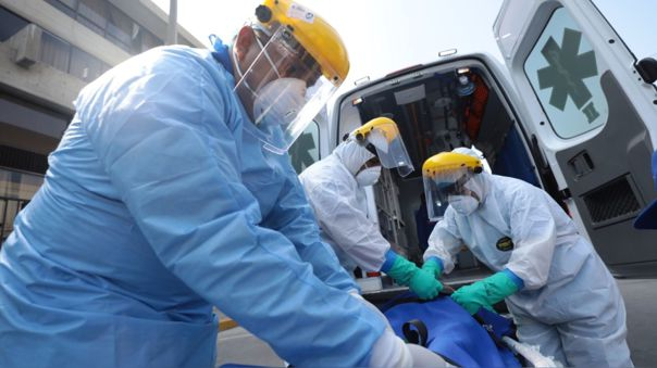 Al menos unos cuatro millones de trabajadores del sector sanitario en todo el mundo se contagiaron de COVID-19