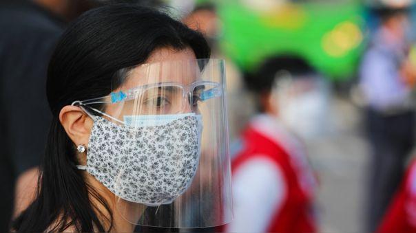 Las mascarillas de tela brindan una protección de un 30 % o 40 %,