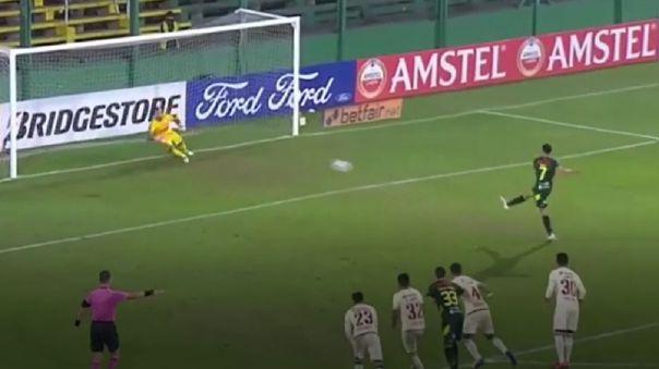 El doblete de Walter Bou para goleada de Defensa y Justicia ante Universitario.