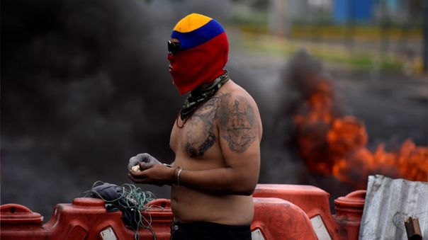 Vista de un manifestante durante las protestas en Cali (Colombia).