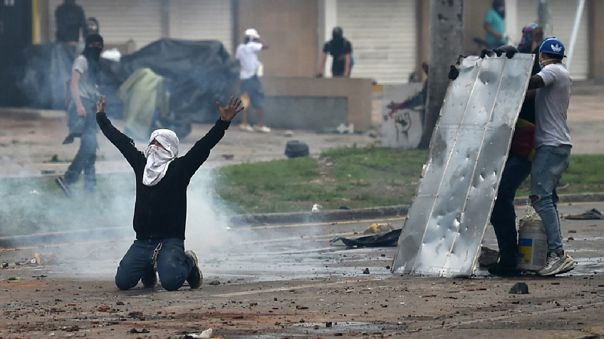 Hasta el momento, las protestas han dejado 19 fallecidos y más de 800 heridos.