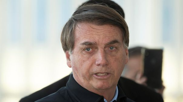 Jair Bolsonaro amenazó las medidas de contingencia por los casos de COVID-19 en Brasil.
