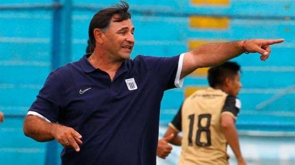 Carlos Bustos dirige su primera temporada en Alianza Lima.