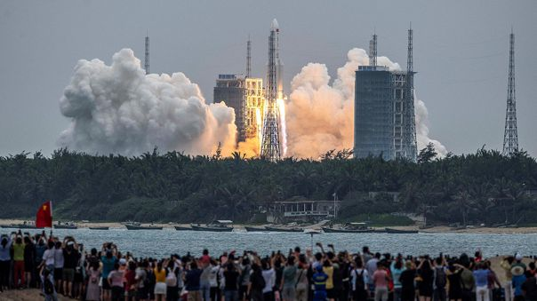 El cohete Larga Marcha 5B fue lanzado el 29 de abril con la primera sección de la estación espacial china.