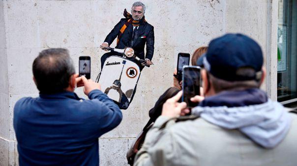 El rey de Roma: el impresionante mural de José Mourinho en las calles italianas