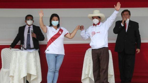 Los candidatos presidenciales Keiko Fujimori y Pedro Castillo en la plaza de armas de Chota, Cajamarca, en el primer debate realizado para la segunda vuelta electoral.