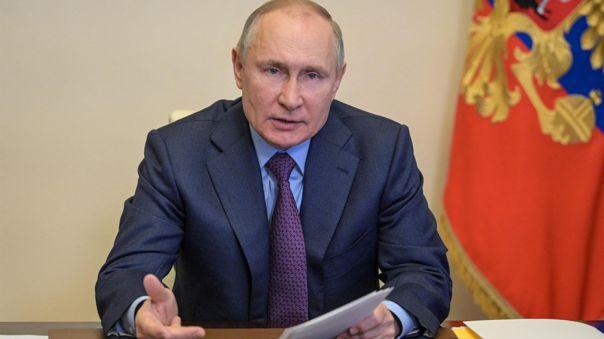 Putin, que recibió la primera inyección el 23 de marzo y la segunda el 14 de abril, exhortó a los rusos a someterse a análisis y vacunarse cuanto antes.