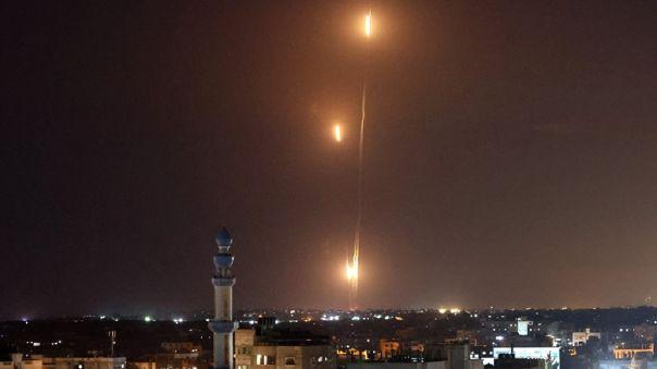 El ataque contra el área de Tel Aviv -a 60 kilómetros de Gaza- se produce después de que Hamás ya lanzara ayer siete cohetes contra Jerusalén.