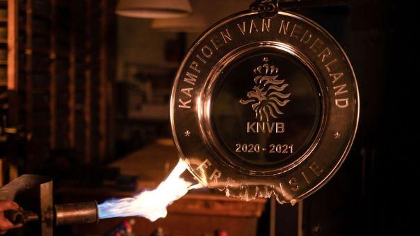 Así fue fundido el trofeo de campeón del Ajax de Ámsterdam.