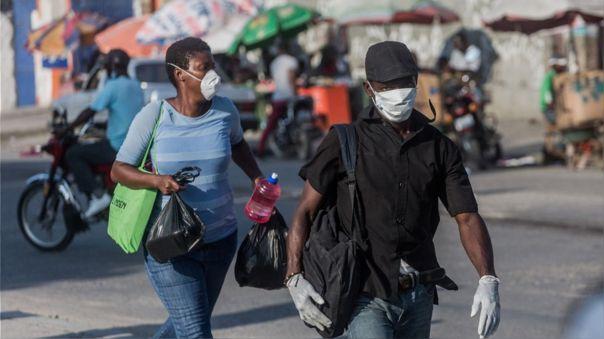 Personas con mascarillas en Puerto Príncipe, capital de Haití.